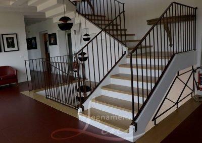 Falegnameria Lini realizzazione e installazione serramenti serramenti esterni interni, rivestimento scale in legno Moretti uffici in Franciacorta